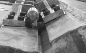 Apron feeder pans rotation check