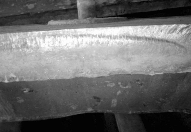 Macro fractograph of SAG mill liner